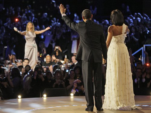 http://assets.gcstatic.com/u/apps/asset_manager/uploaded/2012/38/-barack-obama--michelle-obama-an-beyonce-1348238414-custom-0.jpg