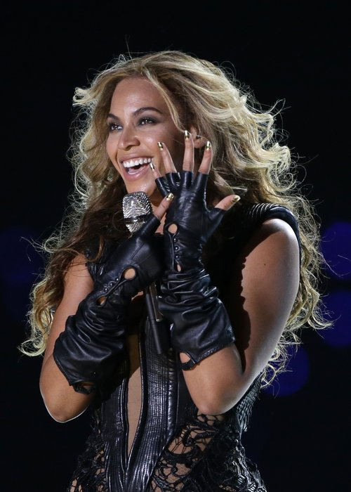 Beyonce performs at 2013 Super Bowl
