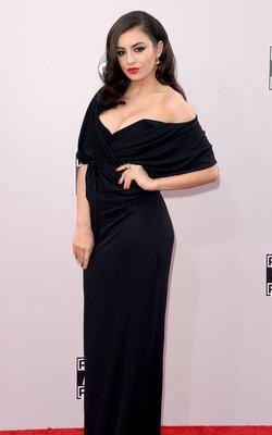 Charli XCX red lipstick amas 2014