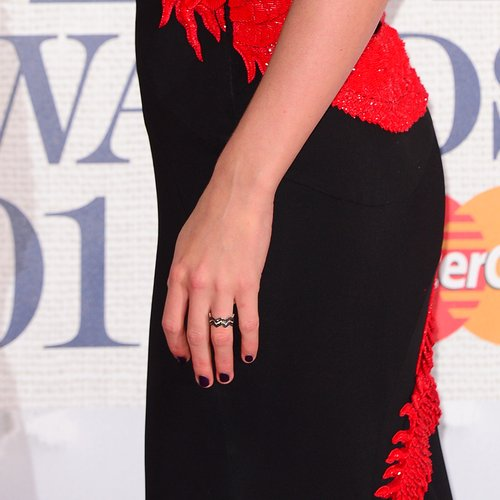Taylor Swift Rocks Up To The Brits With A Ring On Her