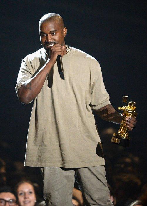 Kanye West MTV VMAs 2015 award