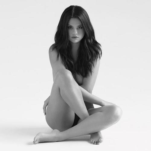 Selena Gomez strips NAKED for Revival artwork!   Celebrity
