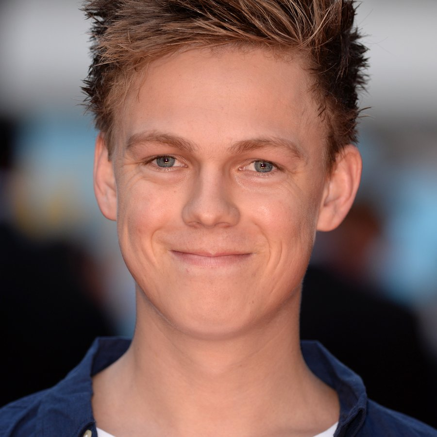 Just Try To Contain Your LOLs As You Watch Caspar Lee And ...