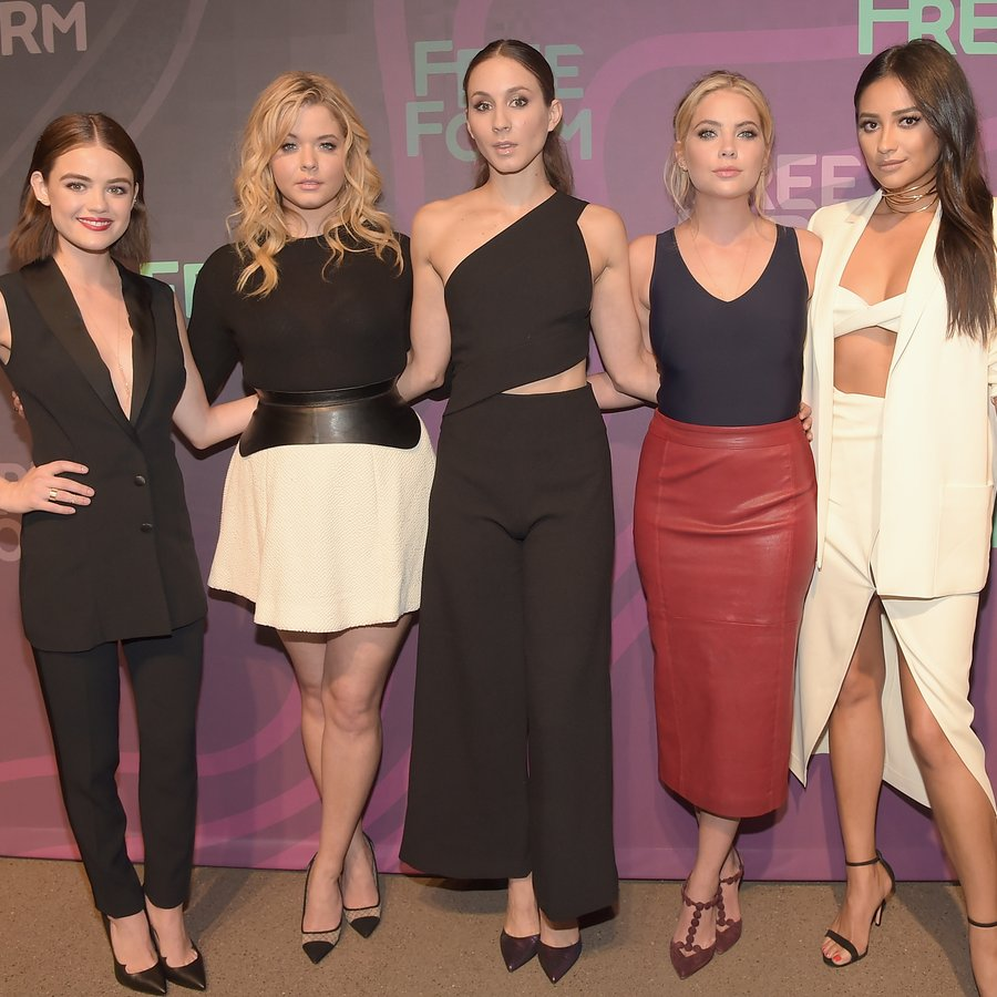 cast of pretty little liars dating Her most notable roles are samara in pretty little liars claire holt worked on pretty little liars they both played recurring characters until being cast as.