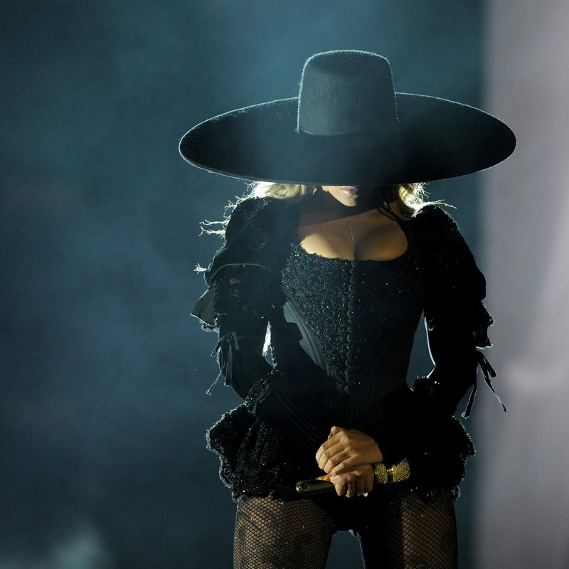 Beyoncé Performs during the Formation World Tour at the Rose Bowl California 2016