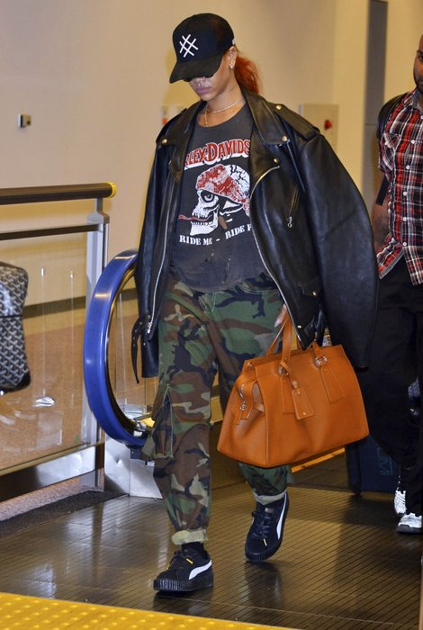 Rihanna arrives in Japan