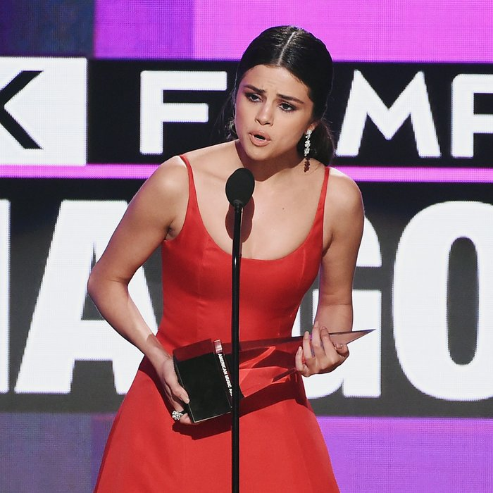 selena gomez ama awards 2016