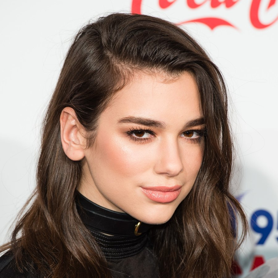 The 22-year old daughter of father Dukagjin Lipa and mother(?), 173 cm tall Dua Lipa in 2017 photo