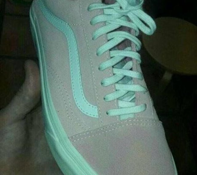 What Colour Are These Shoes? The REAL Answer Has Everyone Baffled!