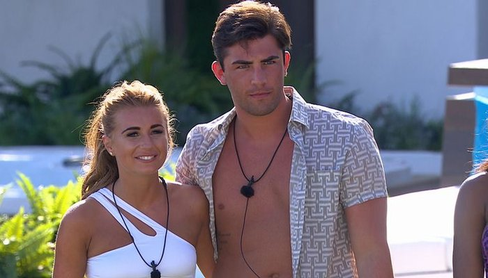 'Love Island's Laura admits she walked out of the villa three times